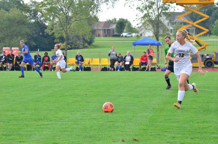 Emma Conway moves upfield with the ball. (Photo: Allyson Weislogel)